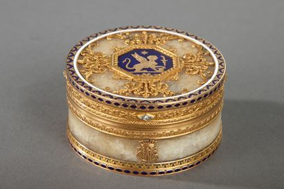 QUARTZ AND GOLD SNUFF BOX WITH ENAMEL AND DIAMOND. <br/>