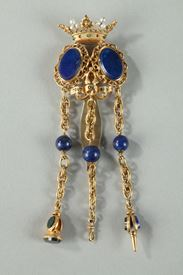 CHATELAINE IN GOLD AND SEMI-PRECIOUS STONES.<br/>