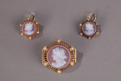 Pink Agate Demi-Parure with Gold and Pearls. <br/> Late 19th Century.