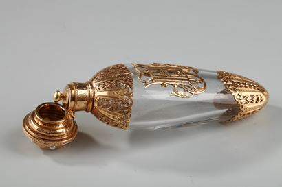 CRYSTAL FLASK WITH GOLD AND PEARLS.<br/>