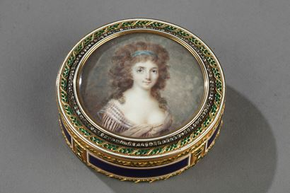 GOLD AND ENAMEL BONBONNIERE WITH MINIATURE ON IVORY. LATE 18TH CENTURY. Hanau. Les frères Souchay.