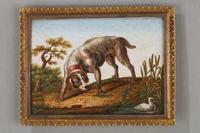 """Micro-mosaïque """"Chien chassant un canard"""" d'après GIOACCHINO BARBERI. XIXème siècle."""