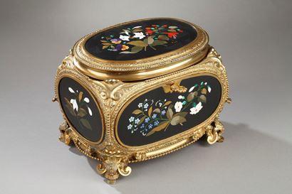 Pietra Dura gilt bronze box signed Tahan. Napoleon III.