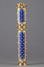 GOLD AND ENAMEL CASE FOR WAX. <br>LOUIS XVI PERIOD. Circa 1780