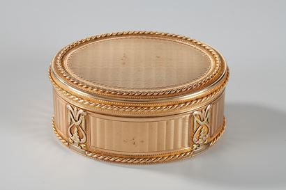 A Swiss 18th century gold snuff-box.