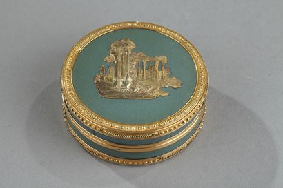 Louis XVI Candy box in gold.