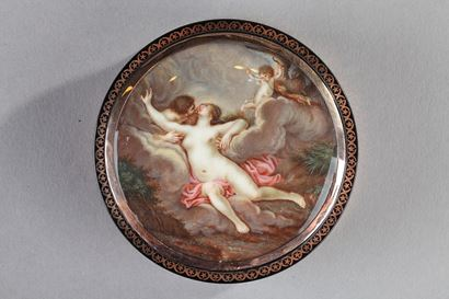Round tortoiseshell Box with Gold and Erotic Miniature on Ivory