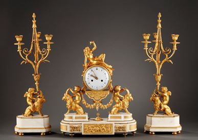 Louis XVI mantel clock in gilded bronze and marble.