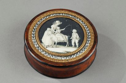 18th century box with miniature painted in grisaille.