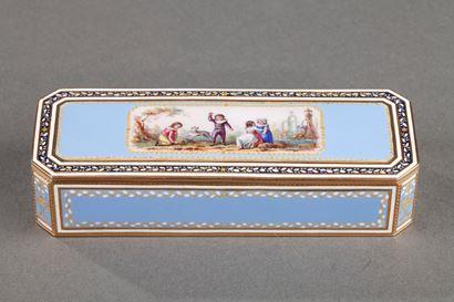 GOLD AND SKY BLUE ENAMEL SNUFFBOX.<br/>