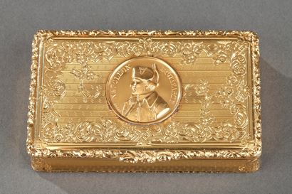 Mid-19th century snuff box with Napoleon Bonaparte medallion.