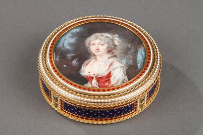 GOLD AND ENAMEL BONBONNIERE WITH MINIATURE ON IVORY.<br/>
