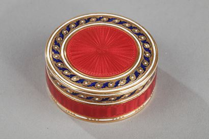 A gold and enamel candy box.<br/>