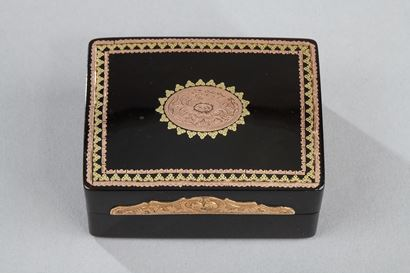 TORTOISESHELL AND GOLD TOILETRIES BOX.<br/>