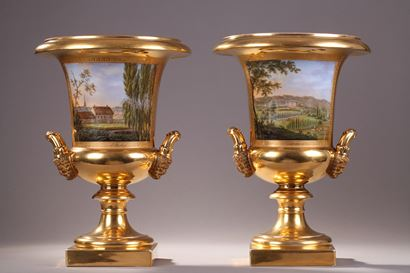 PAIR OF PORCELAINE DE PARIS VASES.<br/>