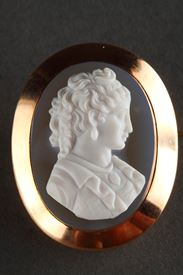 Gold Brooch With Agate Cameo.19th Century.