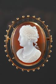 Gold Brooch With Agate Cameo. 19th Century.