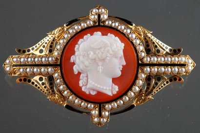 19th Century Gold Cameo Brooch