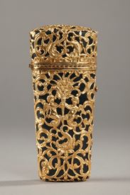 A Bloodstone gold-mounted case, 18th century.