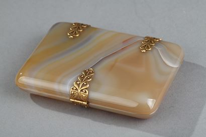 Art Deco case with agate