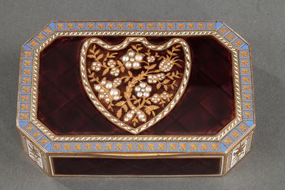 Early 19th Century Swiss gold and enamelled snuff box.