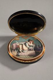 Hidden compartment snuff box tortoiseshell, gold and erotic miniature.<br/>
