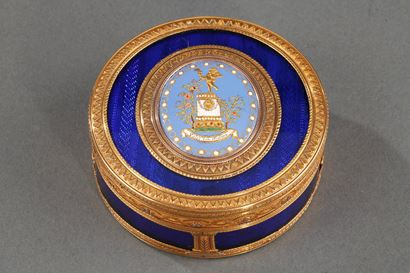 ROUND BONBONNIERE IN GOLD AND ENAMEL. FRENCH CRAFTSMANSHIP CIRCA: 1775.