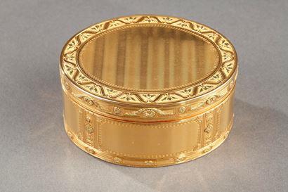 Louis XV important gold secret box. <Louis XV period.