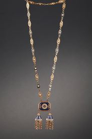 Chatelaine or necklace in gold, enamel and pearls. Late 18th century work.