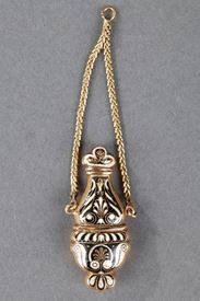 Gold and enamel flask. 