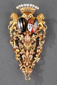 CHATELAINE IN GOLD, ENAMEL, SEMI-PRECIOUS STONES, AND PEARLS.<br/>