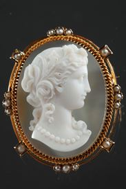 Gold Brooch With Agate Cameo And Pearls.  19th Century