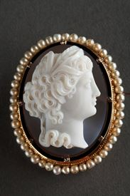 Gold-Mounted Agate Cameo Brooch.<br> Second part of the 19th century. Napoleon III.