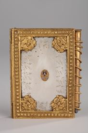 Charles X dance card in mother of pearl and bronze.<br>Circa 1815-1830.