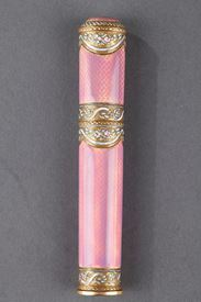 Gold and pink enamel case for wax. <br> End of the 18th century.