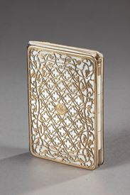 19th century Dance card in mother-of-pearl and silver-gilt.