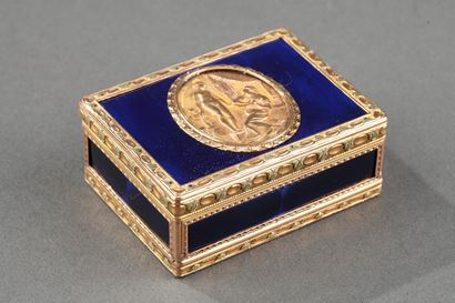 Gold and enamelled TOILETRIES BOX.<br>Louis XV PERIOD. 1771.