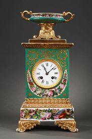 Mid-19th century French mantle clock in porcelaine.