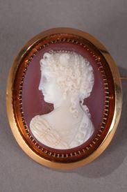 Camée sur agate rose, monture or Napoléon III.