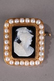Cameo on Agate featuring Perseus.<br/> 19th Century.