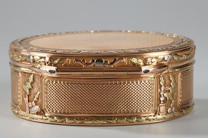GOLD SNUFF BOX.<br/>