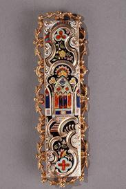 Boucle de ceinture néogothique en or et émail. Début du XIXeme siècle.