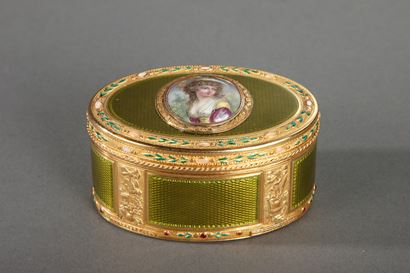 Gold and enamel snuff box.