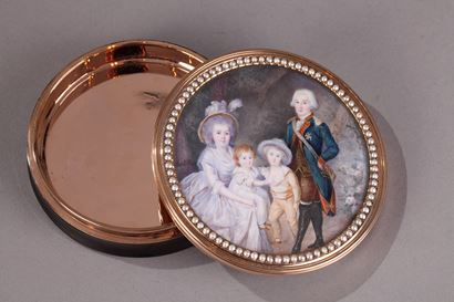 Gold and tortoiseshell box with miniature signed Morel.<br/>