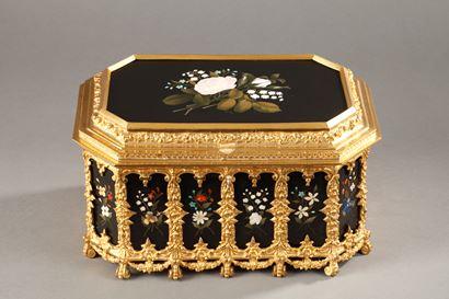 Pietra dura and gilt bronze box.<br/> Mid-19th century.