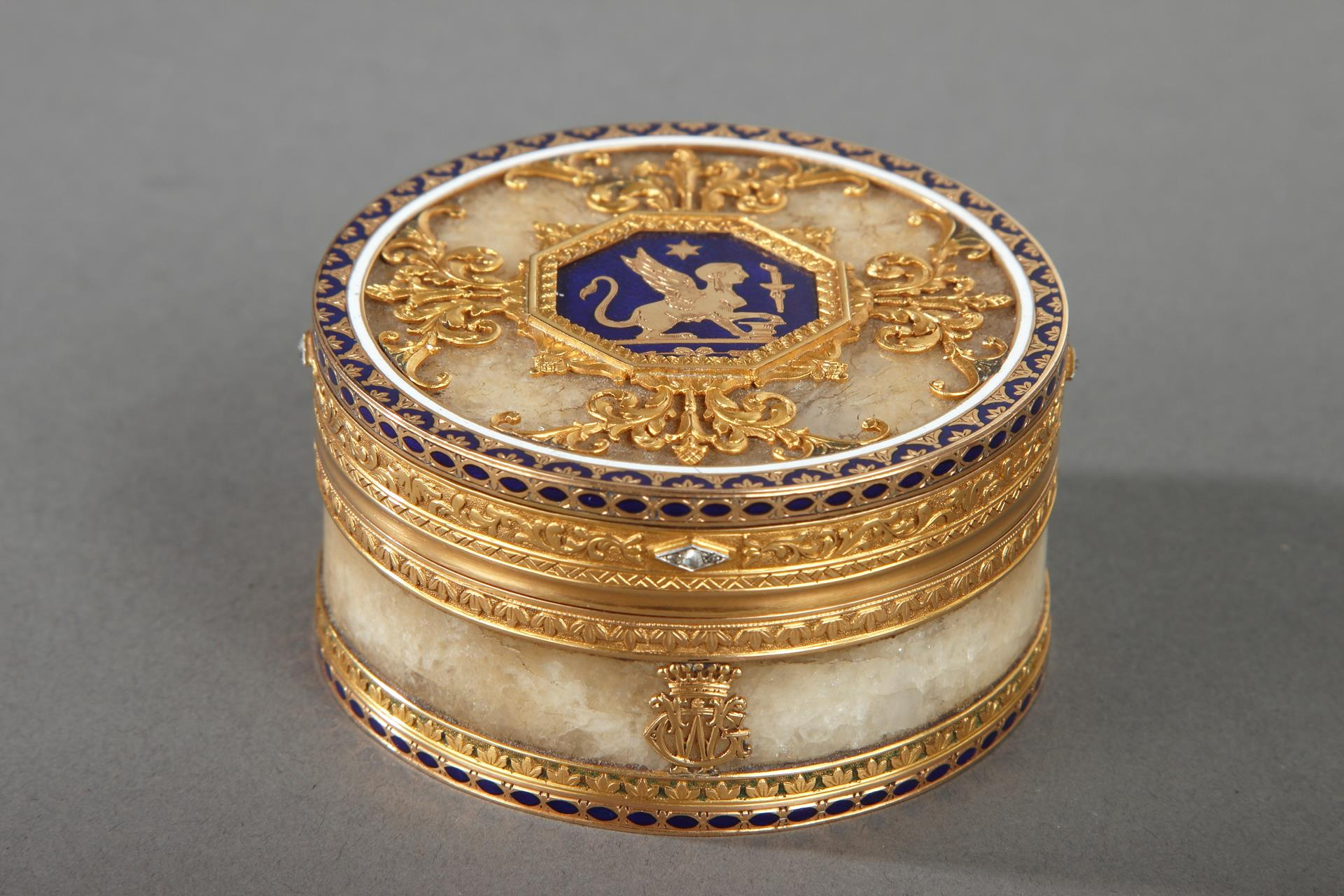 QUARTZ AND GOLD SNUFF BOX WITH ENAMEL AND DIAMOND. <br/> ROZET AND FISHMEINSTER, LATE 19TH CENTURY.