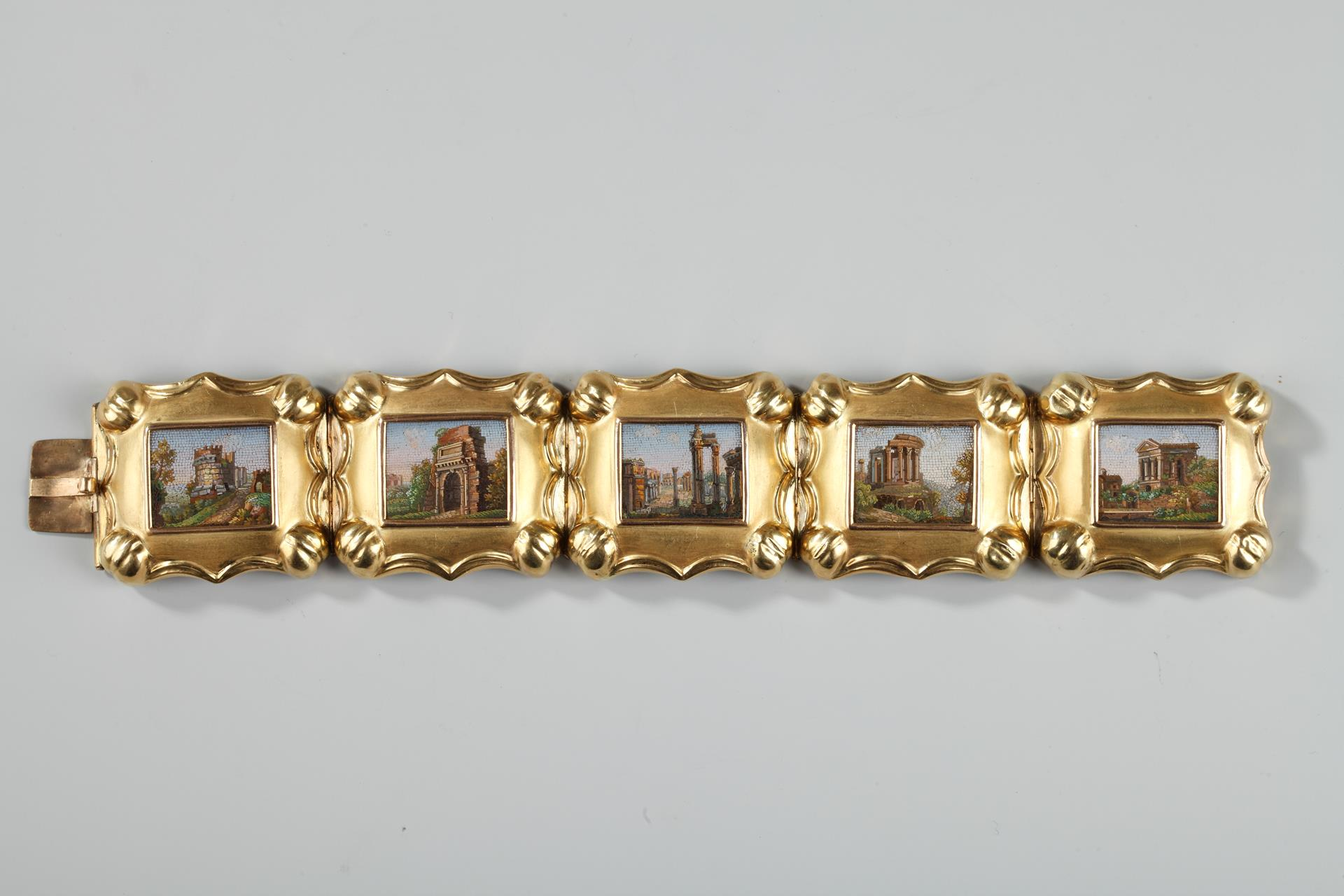 GOLD AND MICROMOSAIC BRACELET. FIRST HALF OF THE 19TH CENTURY WORK
