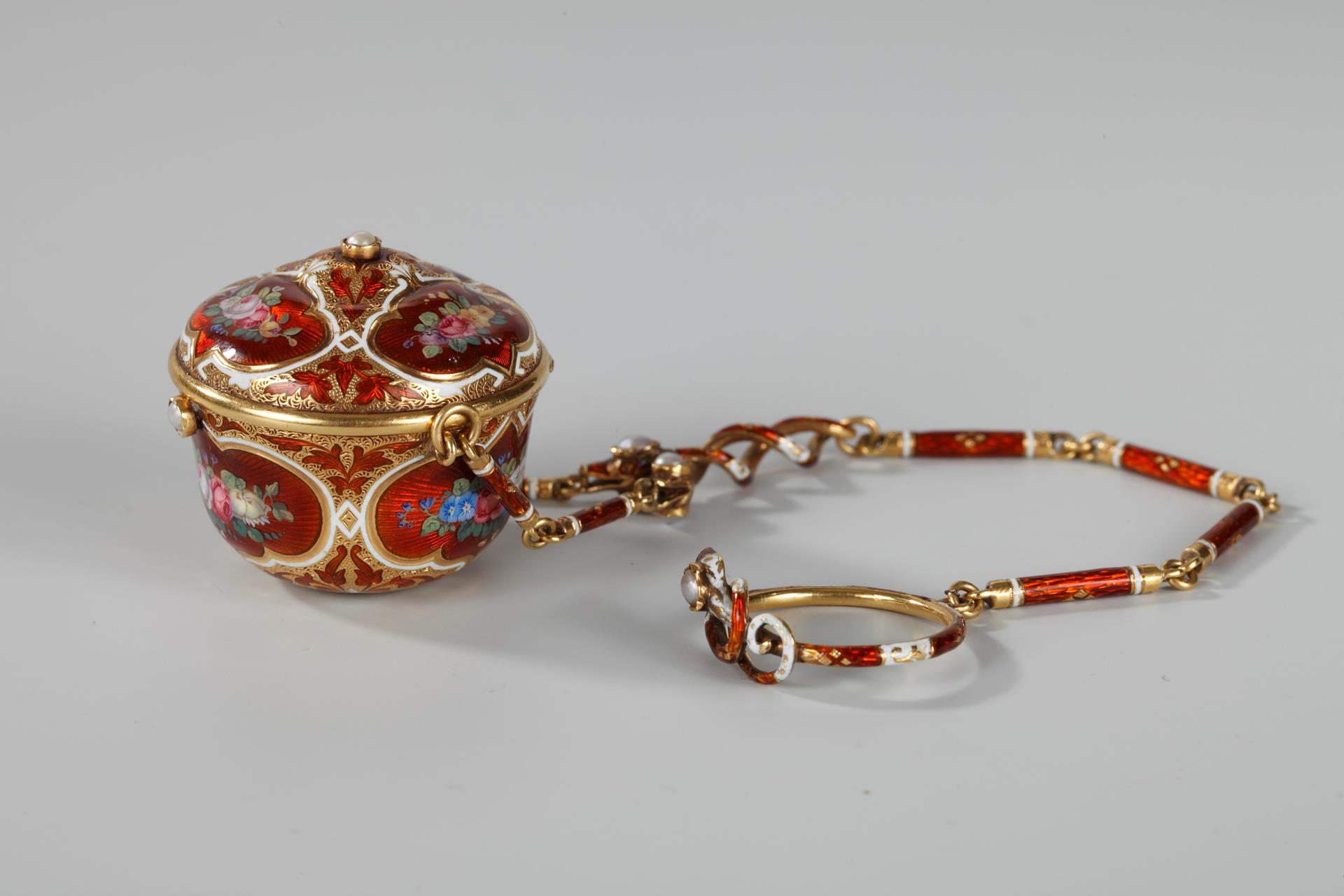 19TH CENTURY GOLD AND ENAMEL VINAIGRETTE. <br/>