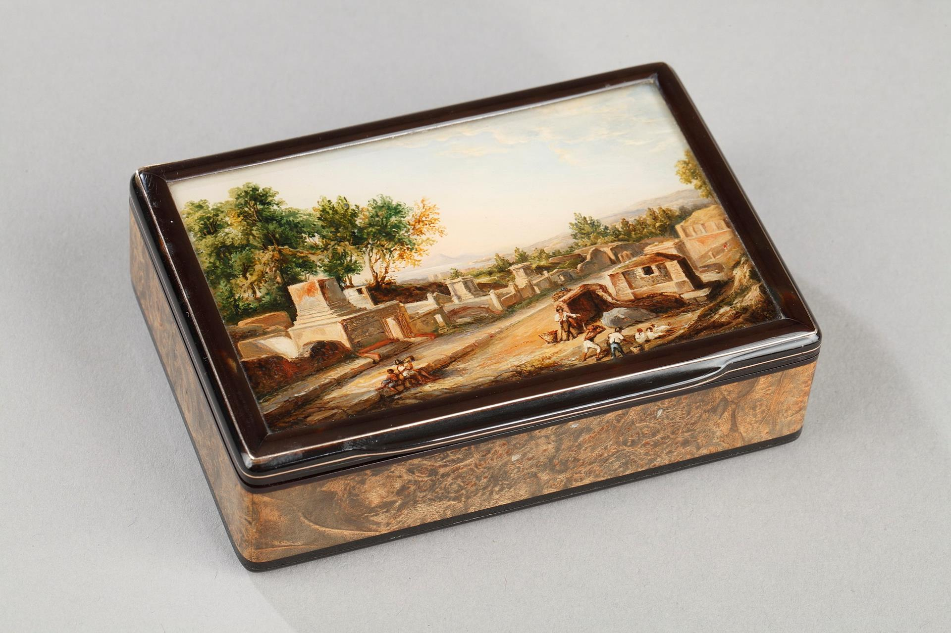 19th Tortoishell box with fixé sous verre and Eglomised glass. Early 19th century.
