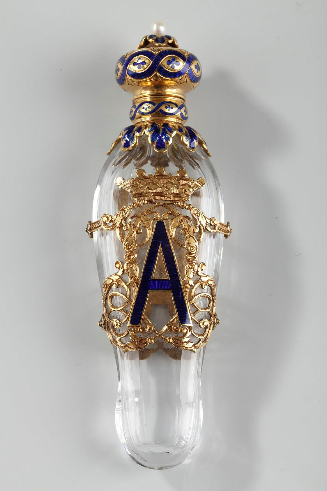 EXCEPTIONAL CRYSTAL FLASK WITH ENAMELED GOLD MOUNTS.<br/> LATE 19TH CENTURY WORK.<br/>